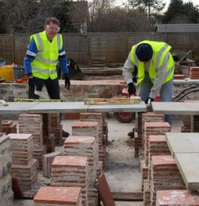 Building the Roman dining room at the Avalon Marshes Centre